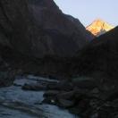 Солнце встает над Гималаями