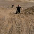 Глубокий песок не дает ехать