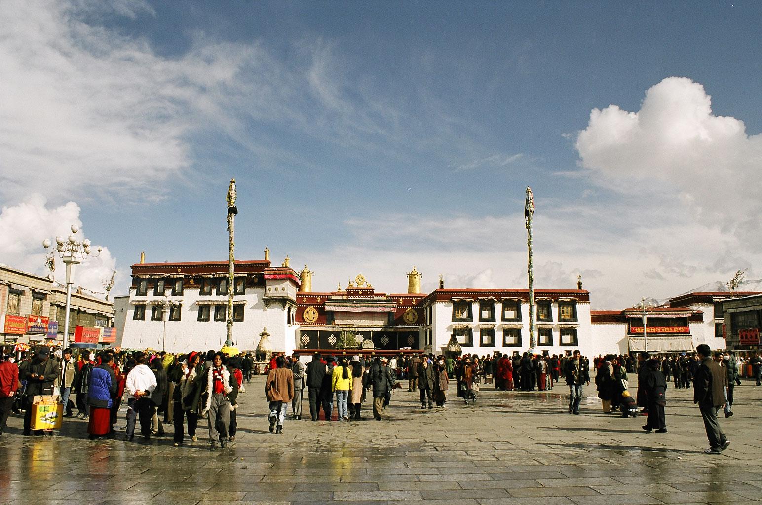 Главный тибетский храм – Джоканг в Лхасе. Построен Сонгценом Гампо в VII в.