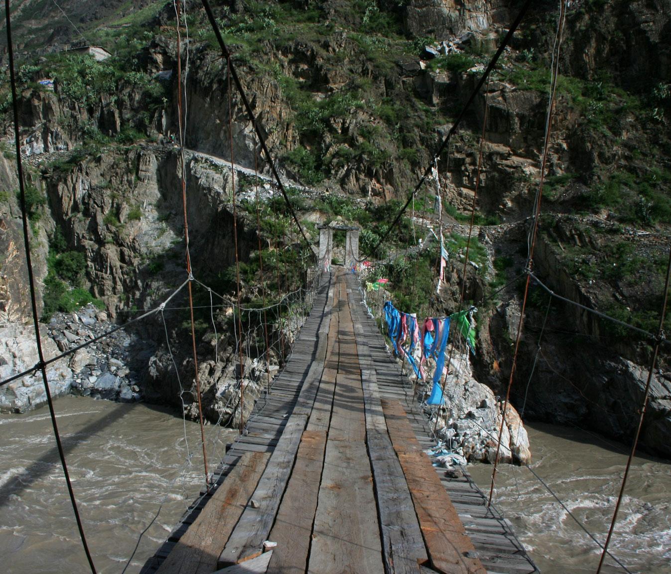 Мост через Салуин