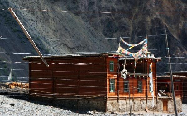 Тонг-Щё покрыт плотной сетью проводов