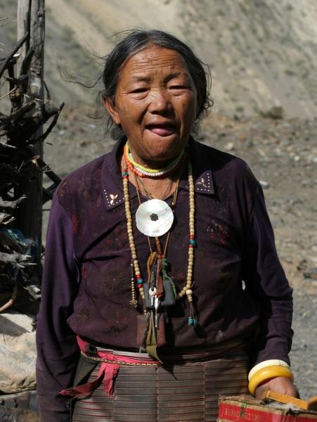 Характерное «приветствие» тибетца в адрес иностранца – высунутый язык, защита от злых духов.