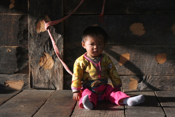 На такой веранде днем привязывают специальным пояском маленьких детей – своеобразный аналог манежа у мемба