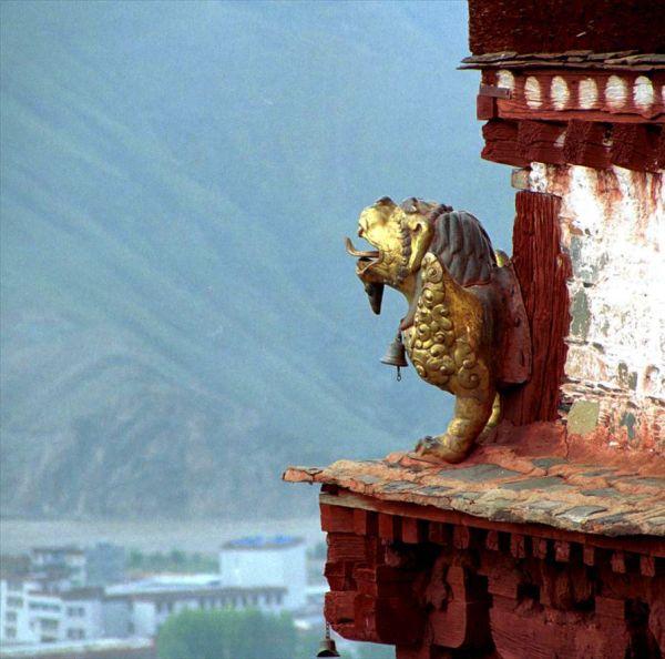 Горгулья на крыше Поталы, дворца Далай-лам