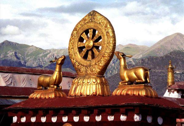 Золотое колесо на крыше Джоканга