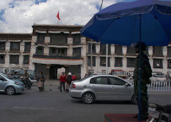 Центральная улица Бейдзин Лю и монастырь Меру