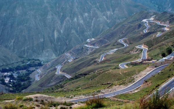Восточно-тибетский тракт, спуск с перевала после Помды.