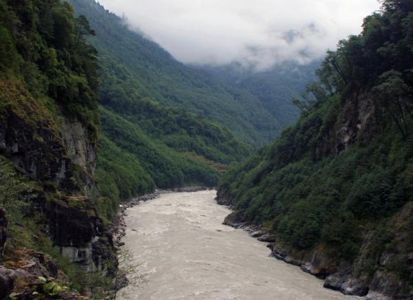 Путь к Великому Повороту Брахмапутры идет вдоль её притока По-Цангпо