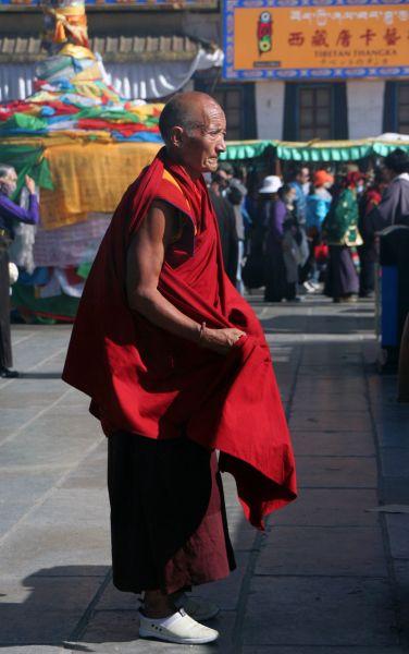 Монах на площади Баркора