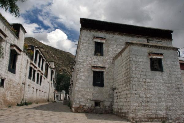Улицы монастыря Сера