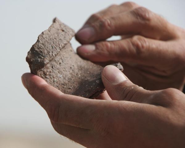 Верхняя кромка глиняного горшка