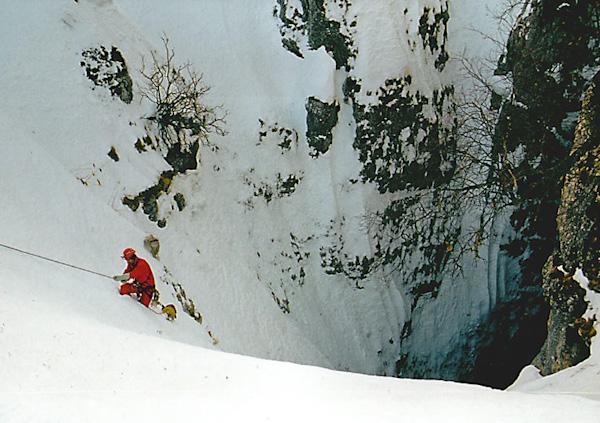 Вход в пещеру Снежную